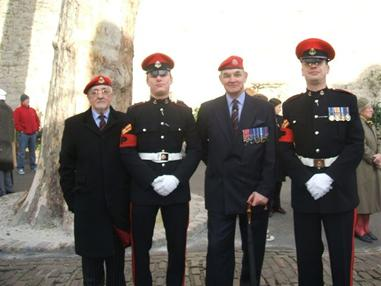 Two veterans with two Military Policemen